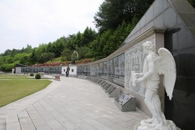 최양업 신부 기념성당 뒤편에 조성된 최양업 신부 조각공원.