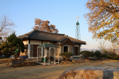 명례 성지의 성모 승천 성당.