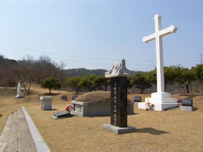 옛 구한선 타대오 순교복자 묘. 2016년 복자 구한선의 유해를 대산 성당 무덤 경당으로 이장해 모셨다.
