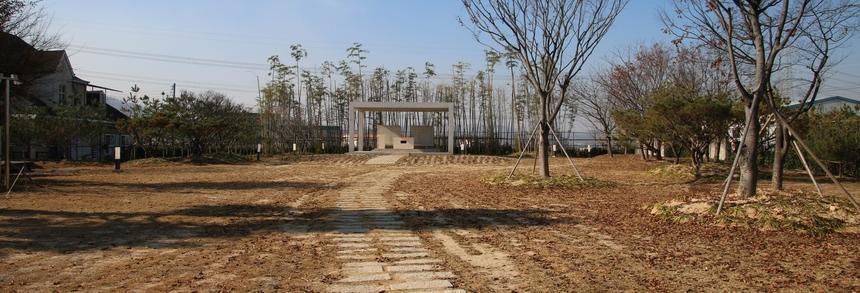 복자 구한선 타대오 순교성지 기념제단이 설치된 대산 성당 마당의 희망의 동산 전경.