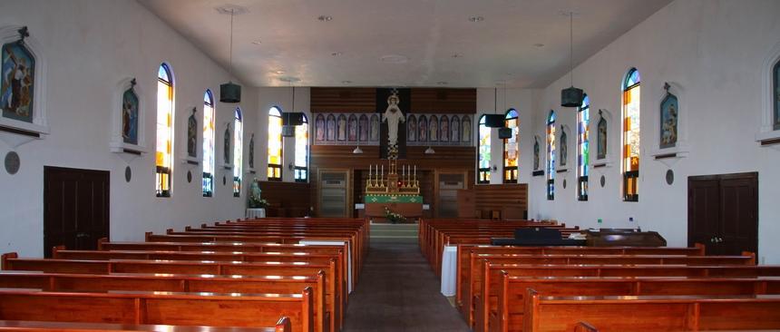 새 성당 내부. 2009년 이후 문화재청의 지원을 받아 가능한 원형에 가깝게 보수 또는 복원했다.