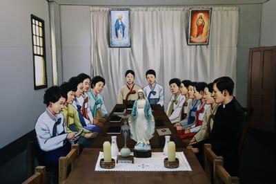 역사박물관 1층, 한국교회 최초로 레지오 마리애 주회가 열렸던 옛 교구장 방에 당시 상황을 재현해 놓았다.