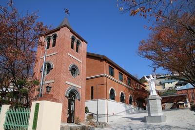 2017년 신축한 건물로 소성당과 더불어 강당, 사무실, 회합실, 사제관, 수녀원 등을 포함하고 있다.