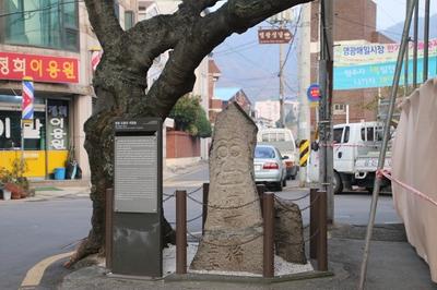 이화백과 오씨가 처형된 순교터로 석장승이 세워져 있다.