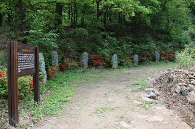 광교산 등산로 입구에 설치된 십자가의 길.