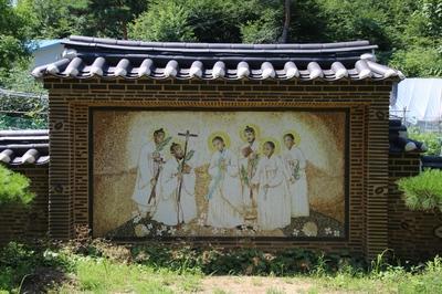성가정 동산에 설치된 정약종 성가정 모자이크.