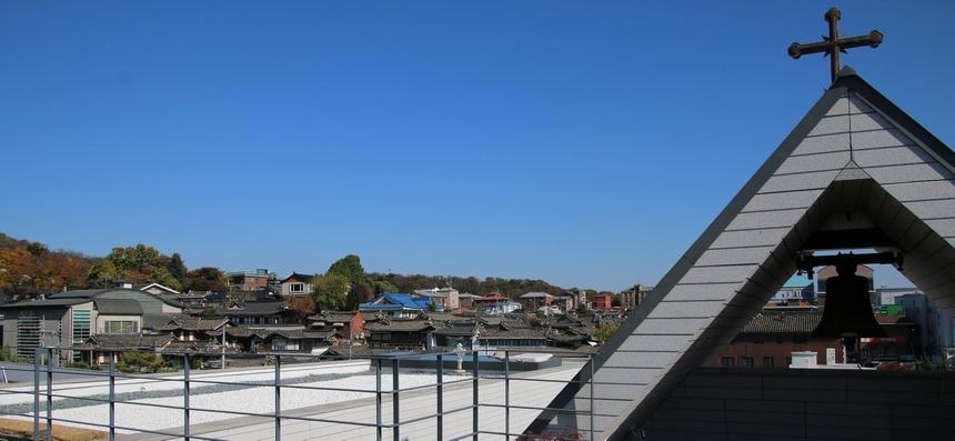 성당 옥상 하늘마당에서 본 주변 풍경.