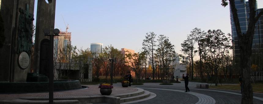순교의 현장이자 시민들의 휴식 공간으로 거듭난 서소문 역사공원.
